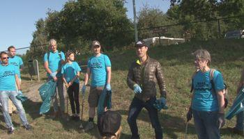 Vrijwilligers in actie voor schone Maas