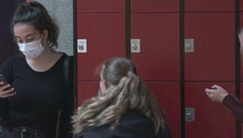 Eerste week mondkapjesplicht op gangen in Dendron College achter de rug: 'Die dingen stinken'