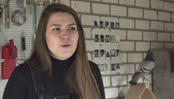 'Vredesduif' Lotte (25) verbroedert met duivenpoepservies
