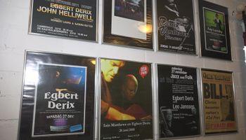 Egbert Derix brengt carnavalsnummers op piano uit